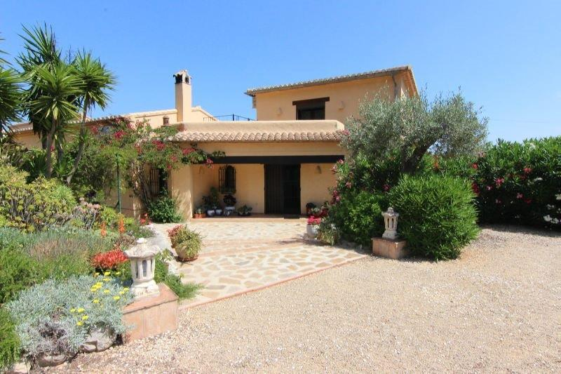 6 Bedroom Finca / Country House in Jalon