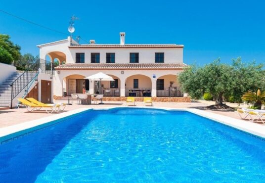 8 Bedroom Villa in Benissa Costa