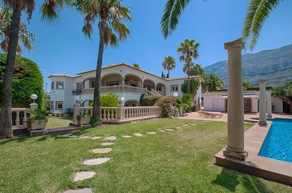 6 Bedroom Villa in Denia